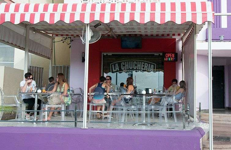 La competencia de las cafeterías privadas fue la gota que terminó de revelar la ineficiencia de la gastronomía estatal / Foto: Raquel Pérez.
