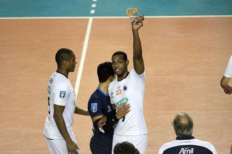 Recientemente la Confederación Brasileña de Voleibol, respondiendo a una solicitud de Bernardinho Rezende, entrenador de la selección nacional, consultó a la Federación Internacional de Voleibol FIVB, sobre la posibilidad de naturalizar a Yoandy Leal.