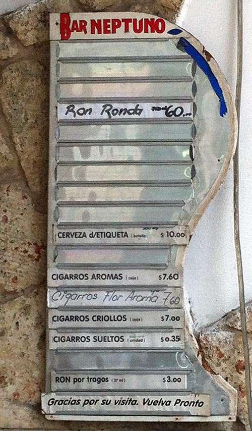 Tablilla de un establecimiento estatal / Foto: Jorge Carrasco.
