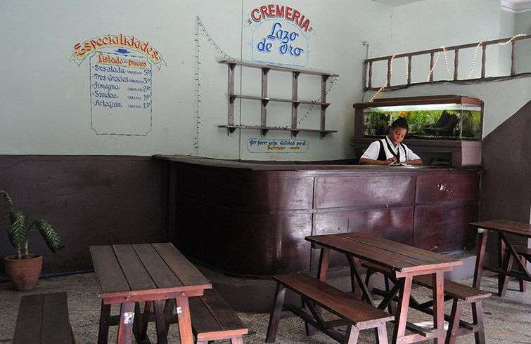 Shortages experienced by some of these cafes make them a source of economic loss to the government / Photo: Raquel Perez.