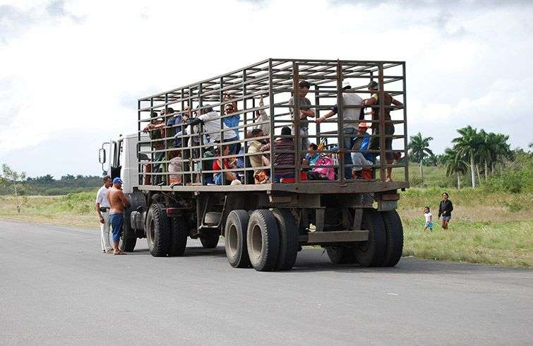 Interprovincial trips are sometimes performed on vehicles without the minimum safety / Photo: Raquel Perez.