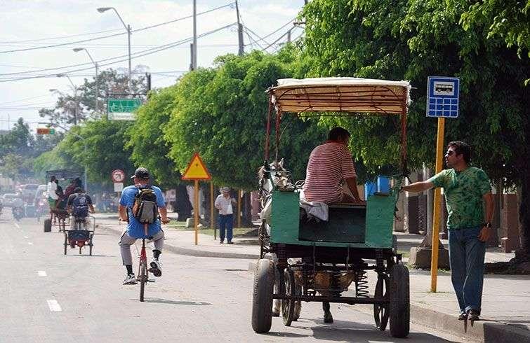 Los coches de caballos son el principal transporte en muchas de las capitales provinciales y pueblos / Foto: Raquel Pérez.