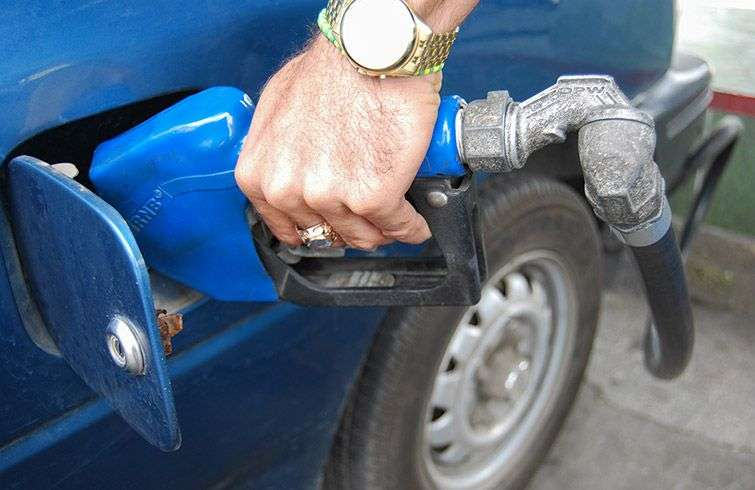 State gas stations are the points where the sell more fuel illegally / Photo: Raquel Perez.