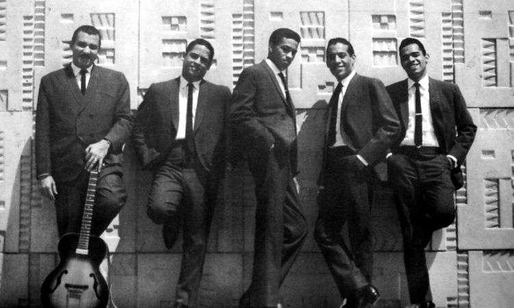 En Cuba, aquellos eran unos años muy politizados, había surgido la confrontación con Estados Unidos y todo se comparaba con lo que había allí. Teníamos el edificio Focsa, que tenía que ser más alto que el Empire State, lo que no es verdad. Teníamos al boxeador Teófilo Stevenson, que tenía que ser mejor que Muhammad Alí. Lo hacíamos de forma inconsciente. Y en este caso, Los Zafiros eran los Platters cubanos. O más aún, los Beatles de Cuba. (Zoe Armenteros, periodista).