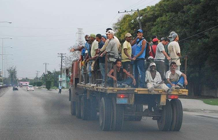 El transporte de pasajeros no siempre tiene las medidas de seguridad mínima / Foto: Raquel Pérez