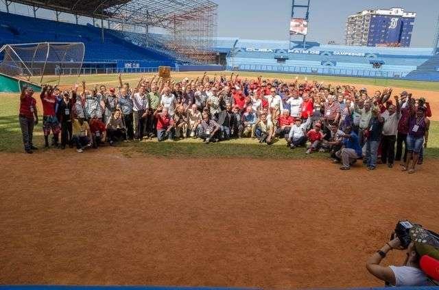 Participantes del evento y miembros del equipo Cuba / Foto: Iván de La Rosa