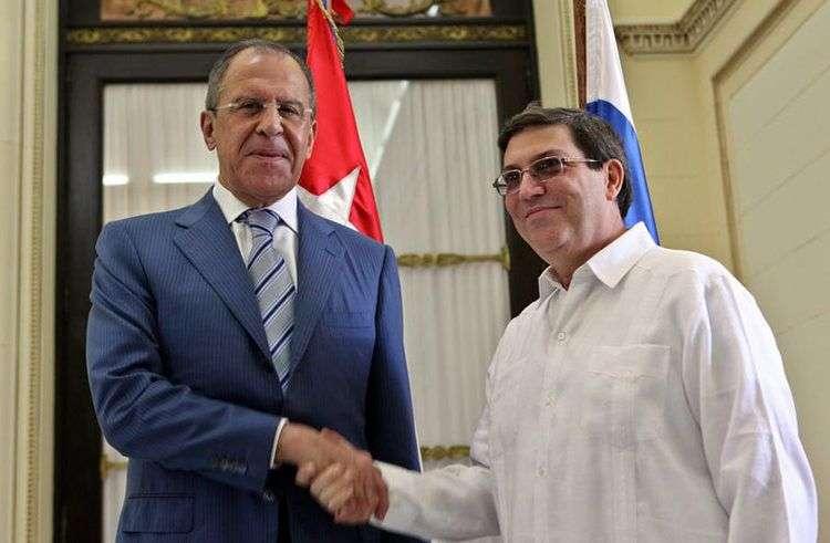 El canciller ruso, Serguei Lavrov, y su homólogo en Cuba, Bruno Rodríguez, durante la visita del primero a La Habana en abril del 2014.