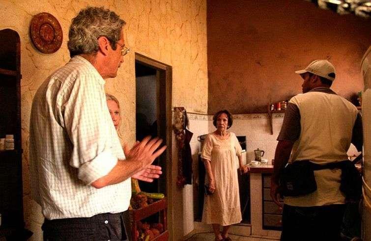 """Fernando Pérez en el rodaje de """"La pared de las palabras""""."""
