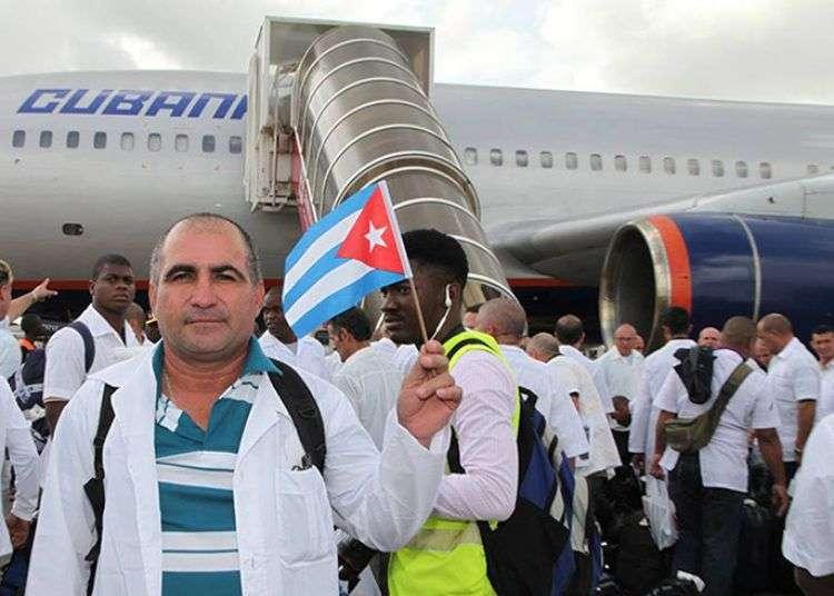 Cuba ha destinado unos 461 voluntarios para combatir el brote del virus de Ébola en África.
