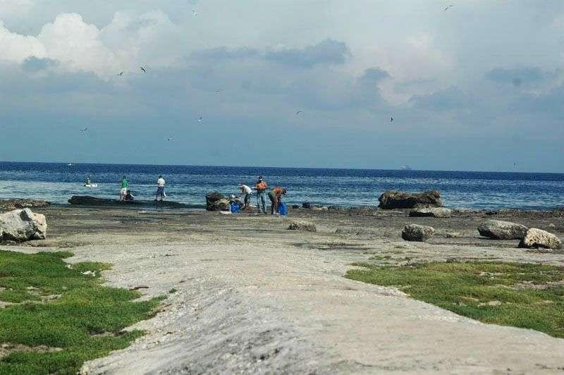 Pescadores en la Playa del Chivo / FOTO: Cortesía del autor