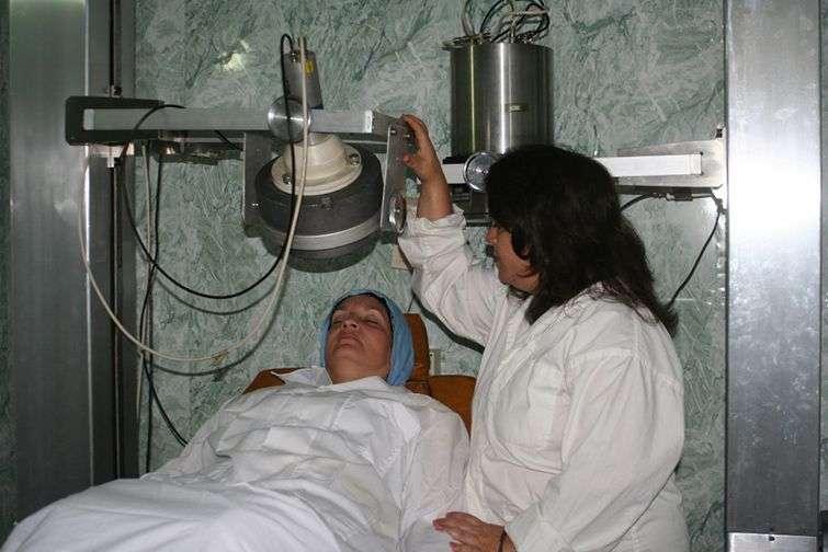 En materia de salud, la radioterapia resulta –junto con el radiodiagnóstico- la repercusión más ampliada de la energía nuclear en Cuba / Foto: Cortesía de la entrevistada