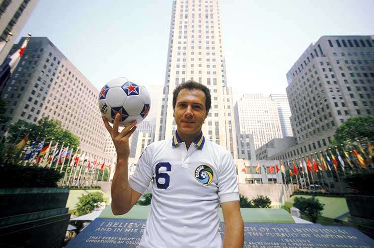 El Káiser Franz Beckenbauer ganó la Copa Mundial de fútbol como jugador y como entrenador.