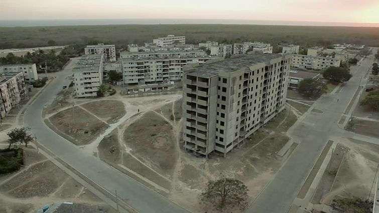 Ciudad Nuclear de Cienfuegos en la actualidad / Fotograma del documental Natalia NIkolaevna, de Luis Alejandro Yero y Adrián Silvestre