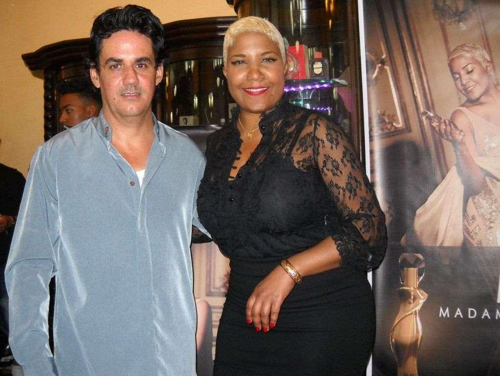 Haila junto a José Luis Mayoral, el creador del perfume