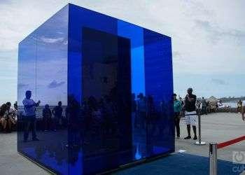 Cubo azul, de Rachel Valdés