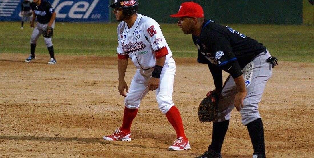 El pinareño Jorge Padrón (en primera base) ha sido el mejor bateador de la Liga del Norte.