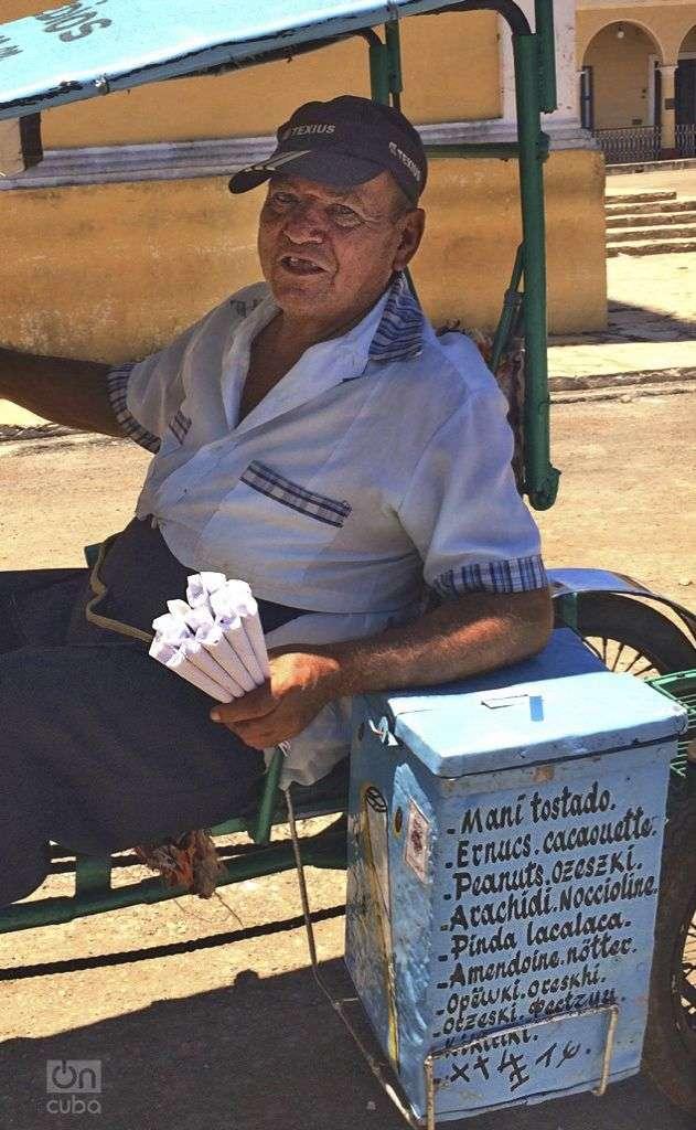 """Tito, """"el único abogado manicero del país"""". Foto: Tania Lorenzo"""