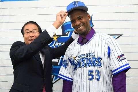 Yoslan Herrera firmado por el Yokohama DeNA Baystars