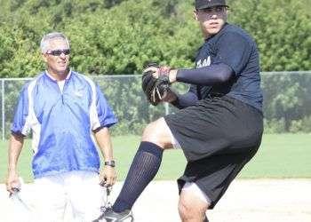 Orlando Chinea, entrenador de pitchers.