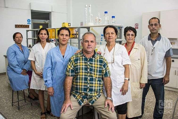Equipo creador de la vacuna contra el cólera. /Foto: Alain L. Gutiérrez Almeida