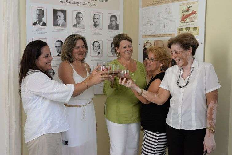 Las cinco aspirantes a maestras roneras de Cuba. Foto: Alain L Gutiérrez