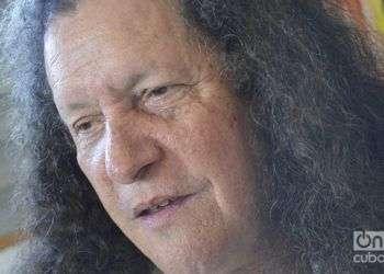 El pintor y poeta cubano Noel Guzmán. Foto: Orlando Morales / Archivo OnCuba.