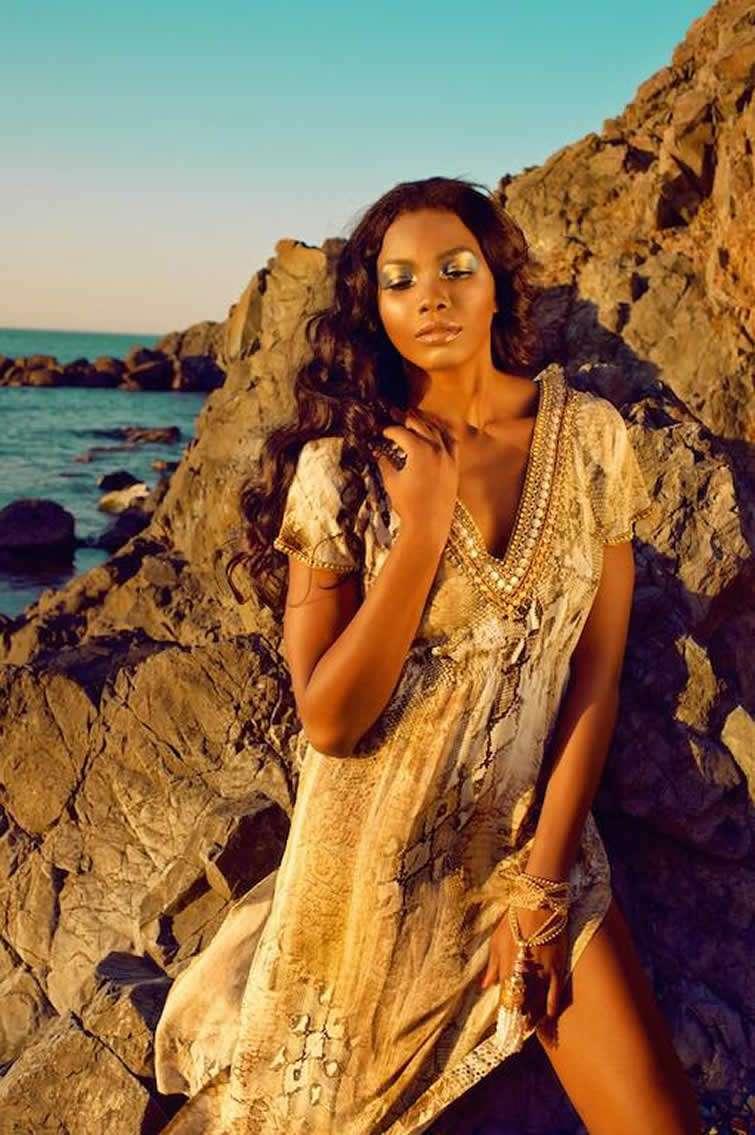Yaima Ortiz se inició en el mundo del modelaje en 2009 y de la mano del diseñador Rubén Campos, Yaima ha labrado una excelente trayectoria estilística.