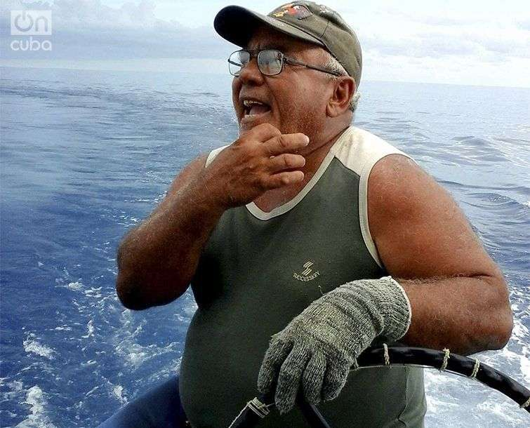 Juan Lázaro no quiere repetir la experiencia de caer al agua entre ellos / Foto: Ronald Suárez Rivas
