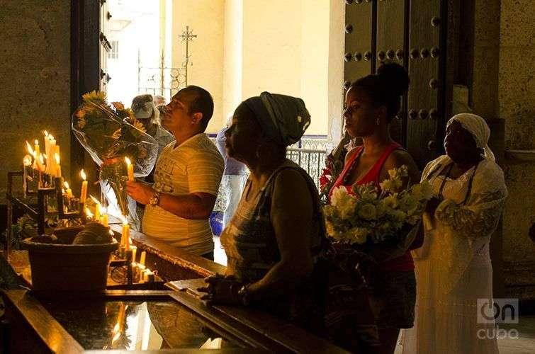 Veneración a la virgen. Foto: Alain L. Gutiérrez Almeida