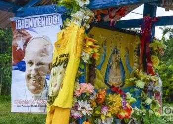 Con la Caridad. Foto: Kaloian Cabrera Santos