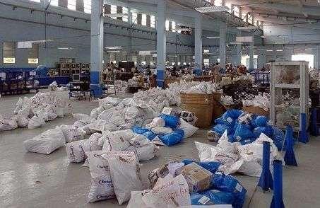 Este es el centro donde se gestionan los paquetes enviados a Cuba por vía postal. Foto: Radio Ciudad de La Habana