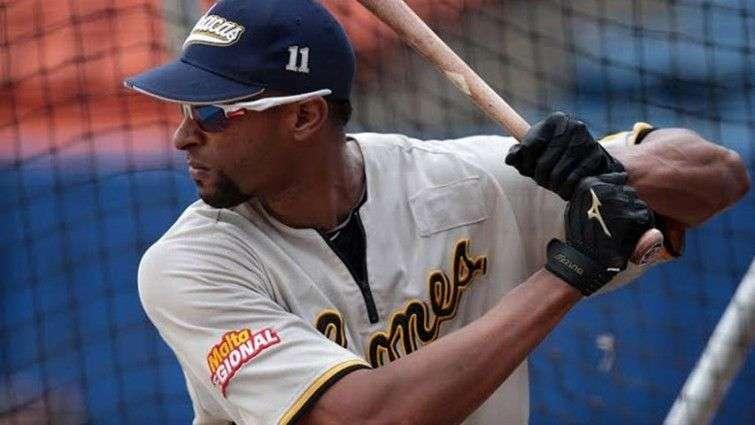 El cubano Henry Urrutia en la liga de béisbol profesional de Venezuela. Foto: unionradio.net / Archivo.