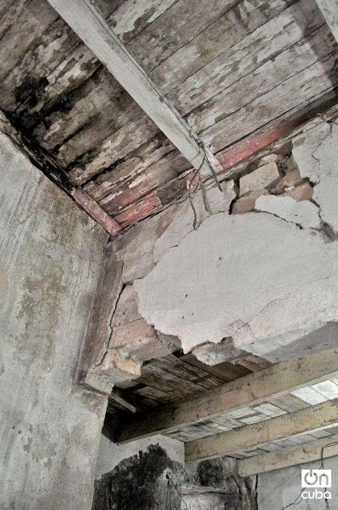 El estado constructivo de las viviendas contribuye a que en tiempos de lluvias aumenten los derrumbes. Foto: Yariel Valdés.