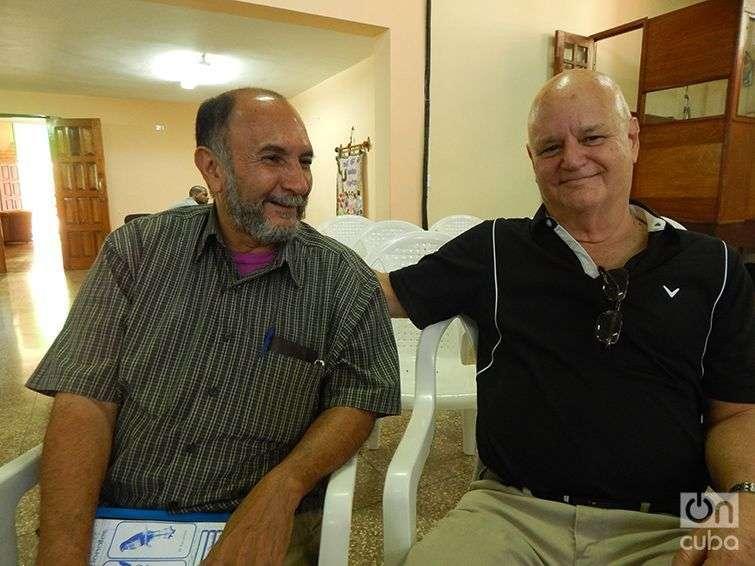 El soldado Luis Manuel Castellanos y el recluta Alberto García, 50 años después. Foto: José Jasán Nieves