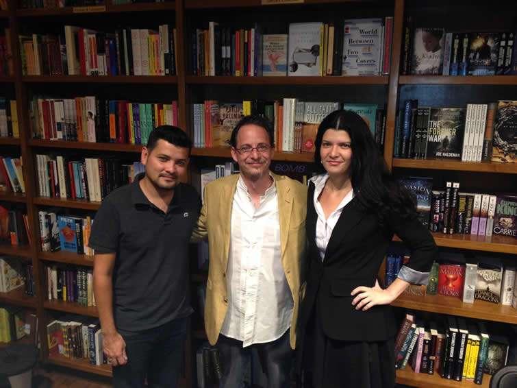 Con Luis Felipe Lomelí, escritor mexicano autor de Okigbo vs las trasnacionales y otras historias de protesta. Foto: Cortesía de los entrevistados