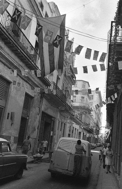 HHabana Vieja de la serie banderas 1970 / Foto: Cortesía Archivo Iván Cañas