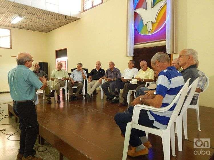 Pastores cristianos reunidos con Rafael Hernández. Foto: José Jasán Nieves