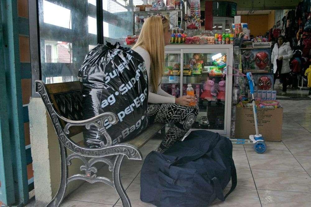 Compras de cubanos en el mercado de Ipiales. Foto: www.planv.com.ec