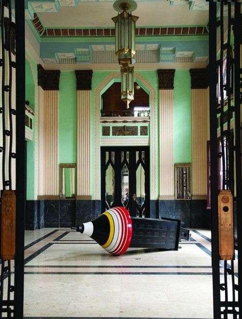 Instalación de Alexadre Arrechea en el Edificio Bacardí en La Habana / Foto: Cortesía de la curadora