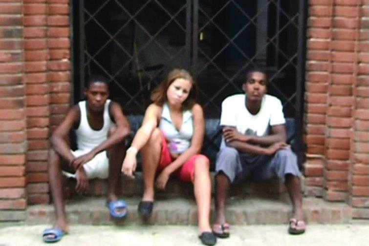 Fotograma de uno de los videos realizados en Centro Habana por Javier Castro / Cortesía de la curadora