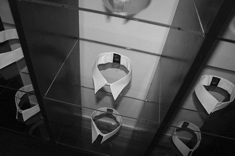 La obra de Lorena Gutiérrez hace referencia a la corrupción y al delito de cuello blanco / Imagen cortesía de la curadora