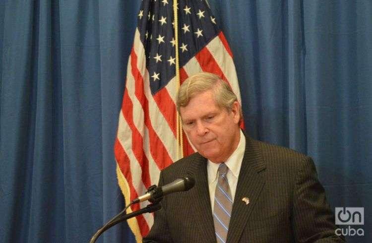 Thomas Vislack, durante la conferencia de prensa en la embajada estadounidense en La Habana / Foto: Marita Pérez Díaz