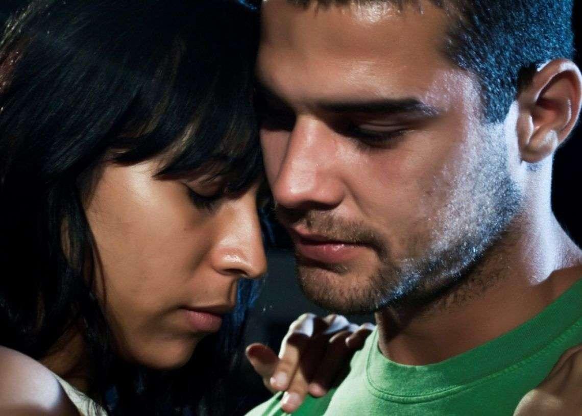 Fotograma del filme Melaza, Armando Miguel junto a la actriz Yuliet Cruz. Foto: Producciones Quinta Avenida