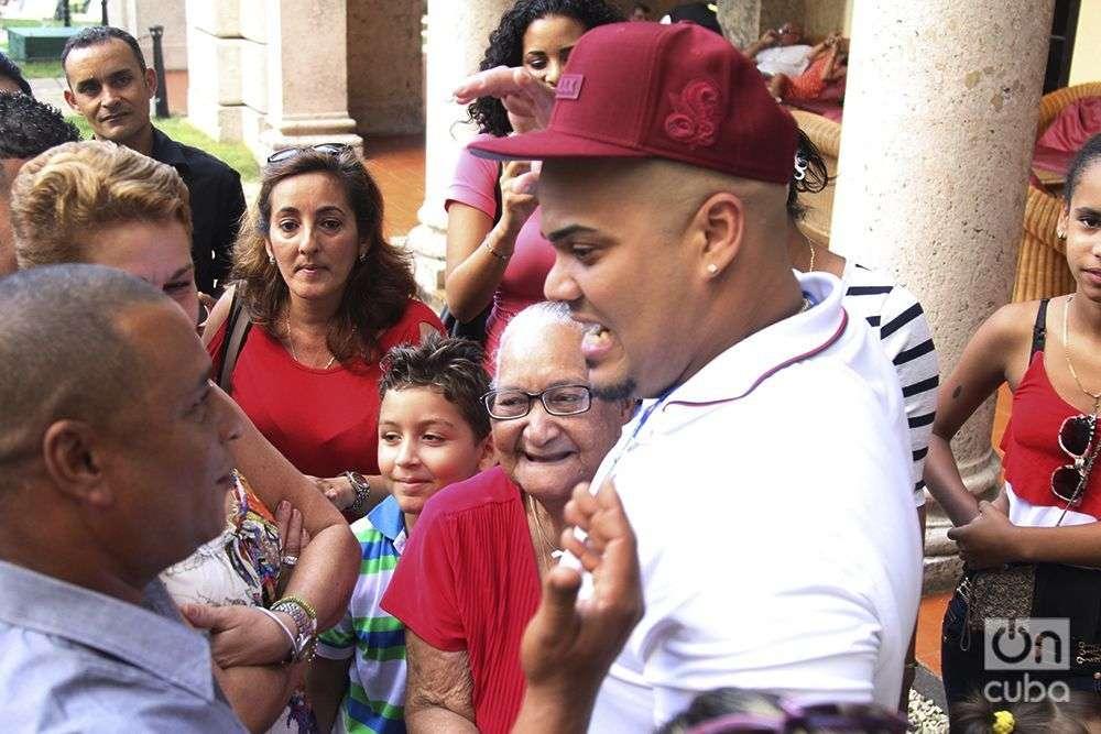 Bryan Peña junto a su familia / Foto: Roberto Ruiz