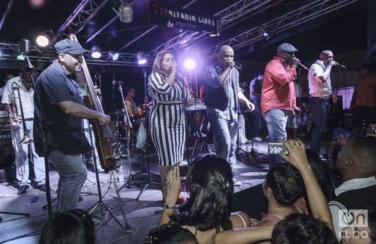 Los Van Van están nominados con su disco La Fantasía. Foto: Roberto Ruiz.