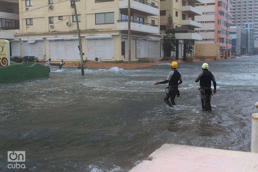 Inundación-del-Malecón-Penetración-del-Mar-en-La-Habana-Cuba-Invierno-de-Enero-2015-6