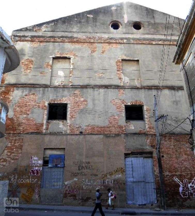 Teatro Oriente, pared trasera por la calle Jaguey / Foto: Reinaldo Cedeño