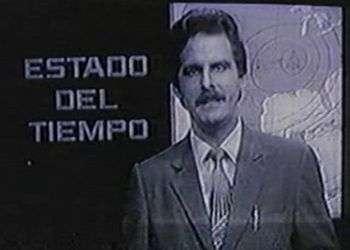 """Primeros tiempos. Televisión en blanco y negro. Hace 35 años surgió EL TIEMPO en la televisión cubana realizado por un meteorólogo-presentador. En esta imagen tomada de la pantalla de TV, puede apreciarse que """"el tiempo pasa…"""", pero mejor dejar ahí el verso de la canción…"""