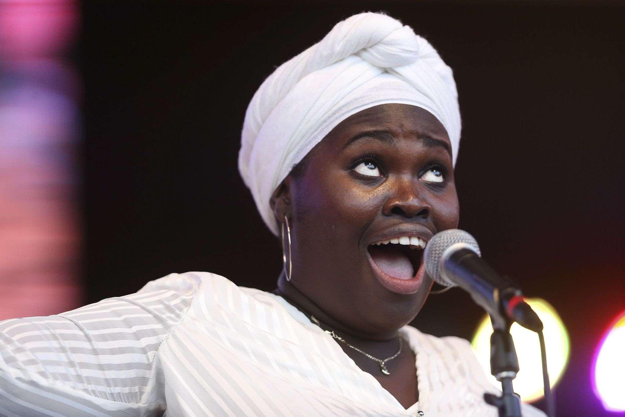 Daymé Arocena, una de las artistas presentes en La voz humana. Foto tomada de su página personal.