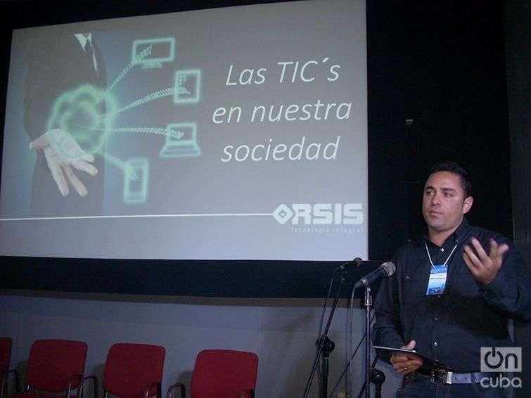 Uno de los participantes en el Encuentro sobre Cultura Audiovisual y Tecnologías Digitales en Cuba. Foto: Rogelio Serrano Pérez